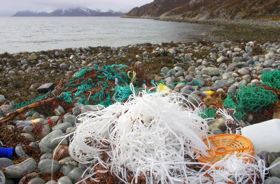 Plastic fishing gear and strapping litters a beach in northern Norway, which is not an EU member state. April 27, 2014 (Photo by Bo Eide) Creative Commons license via Flickr